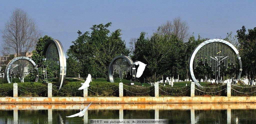 园林雕塑 雕塑 蓝天 白鹭 大河 倒影 树叶 建筑园林 摄影 300dpi jpg