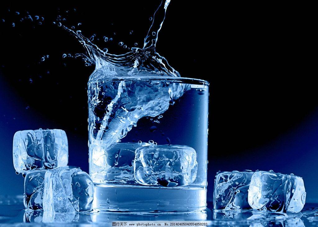 冰水 纯净水 水杯 玻璃杯 冰块 水花 冰镇 冰凉 解渴 饮料酒水 餐饮美