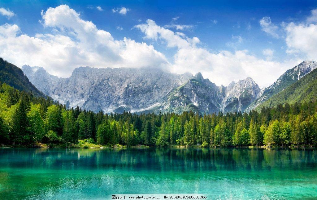 山水景观 山水 湖泊 湖水 热气球 山水风景 白云 树木 高山 山峦 山峰