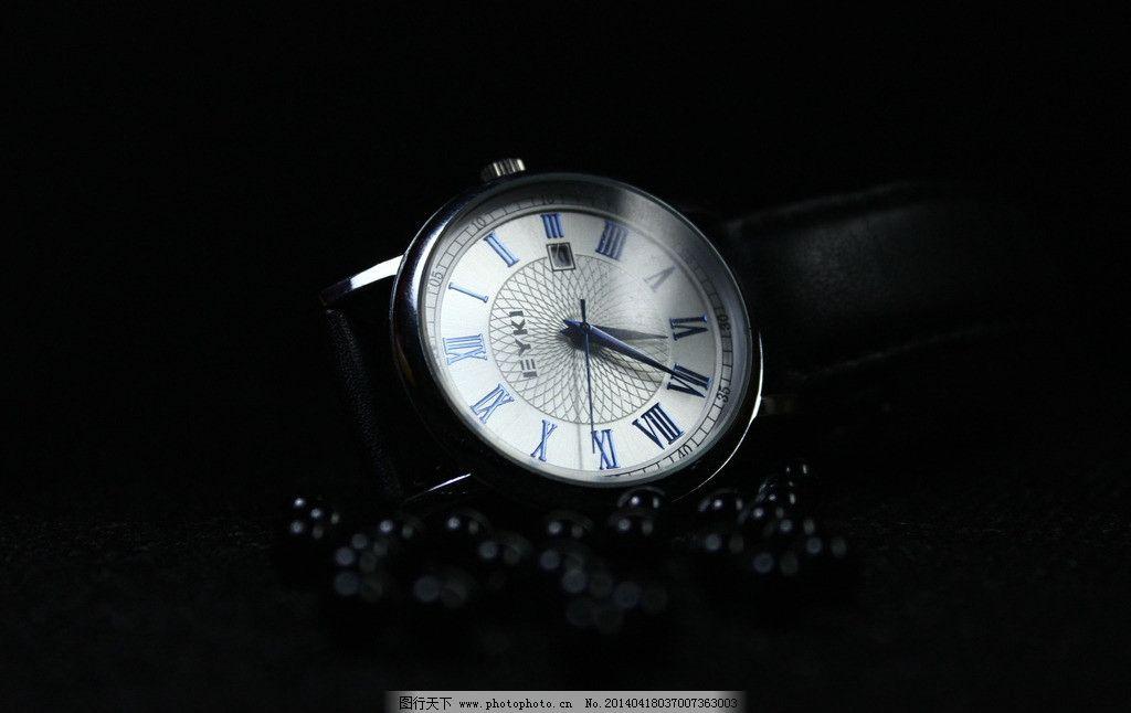 手表摄影素材 黑色背景 黑色珠子 生活素材图片
