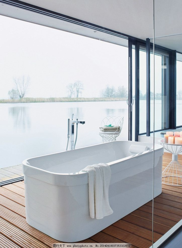 浴室 白色浴缸 木地板 透明玻璃窗 气派 家居生活 生活百科 摄影 72