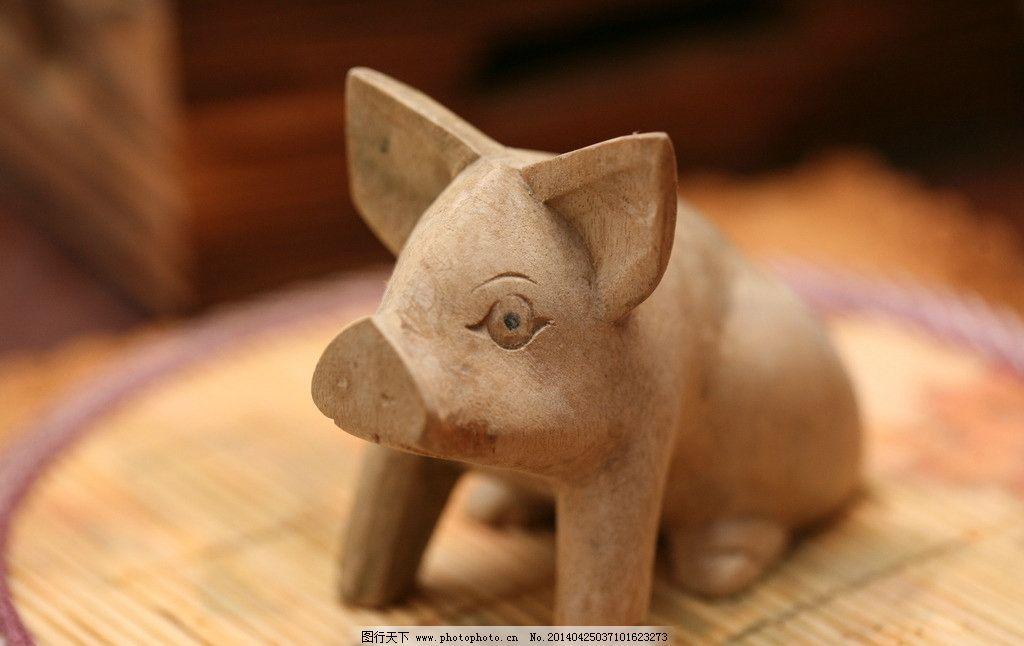 手工雕刻木头小猪图片