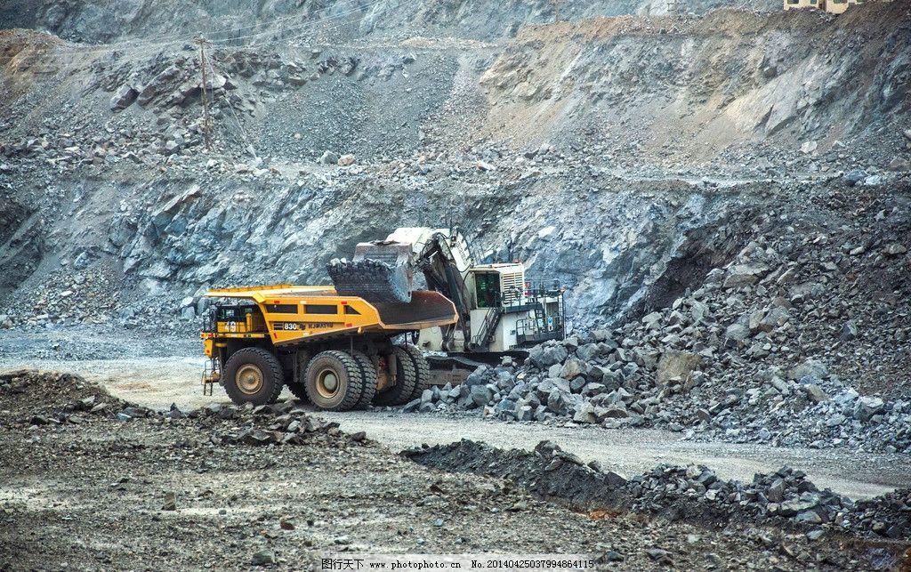 矿山机械 电铲 装矿作业 矿山生产 工业生产 现代科技 摄影 240dpi