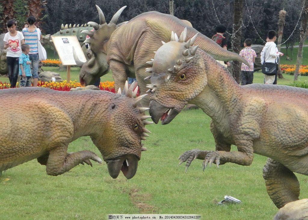 恐龙模型 水 动物 生动 旅游摄影