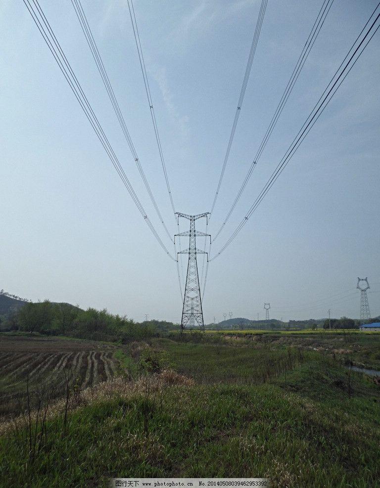 高压电塔 蓝天 田野 高压电