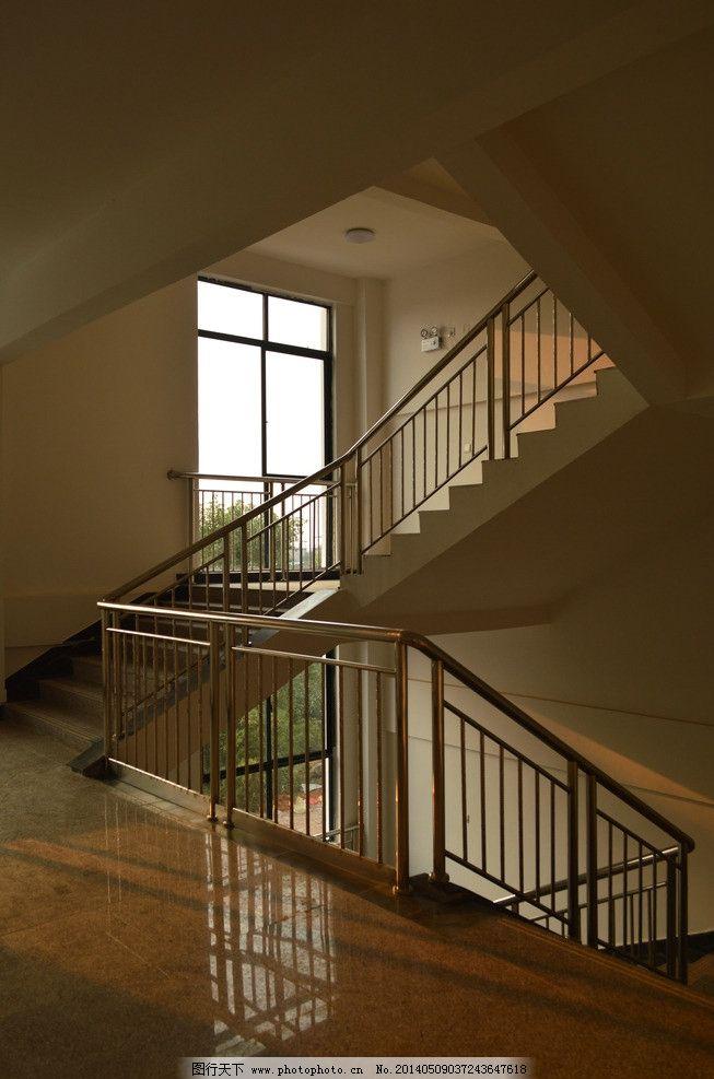 楼梯 摄影图 教学楼 台阶 扶手 昏暗 窗户 大学校园 学习办公 生活