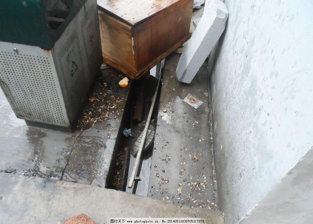 垃圾桶 烟头 反面 反面教材