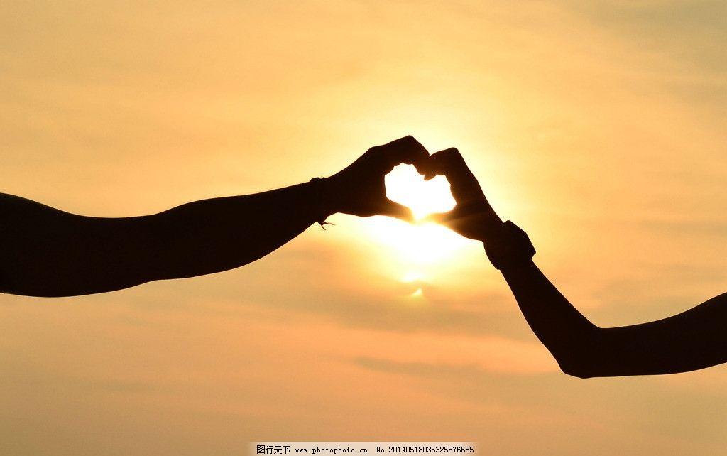 恋爱 爱情 剪影 十指紧扣 唯美色调 心形手势 爱心手势 浪漫爱情 情侣