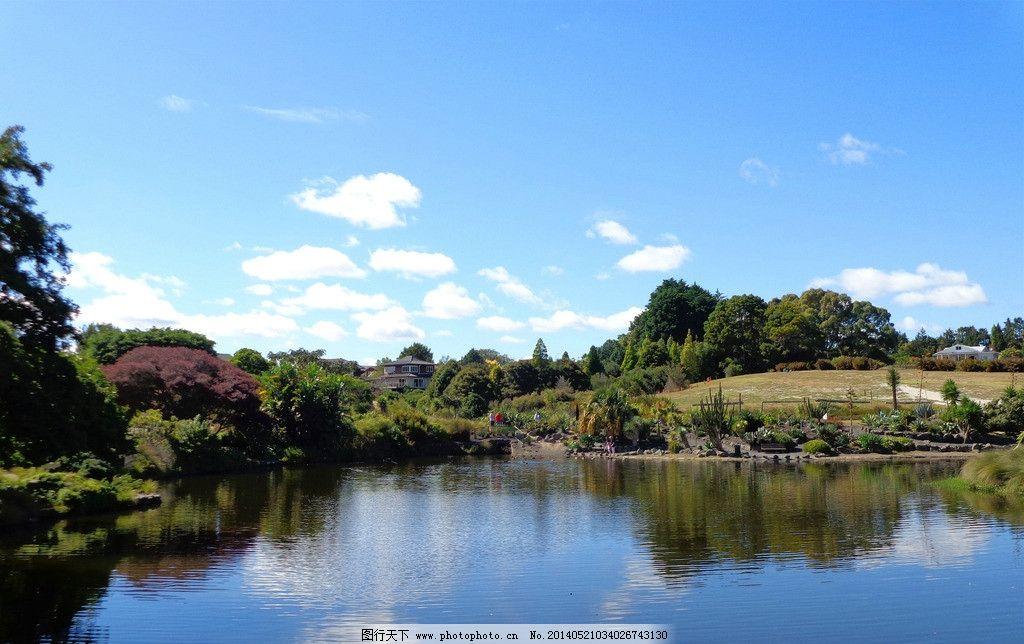 新西兰风景 蓝天 白云 建筑 绿树 绿地 花草 坡地 湖水 倒影 新西兰
