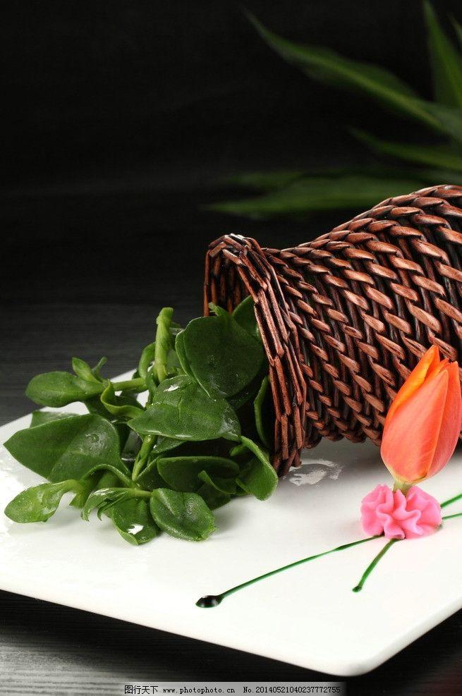穿心莲 黑背景 竹篓 盘头 白盘 凉菜 传统美食 餐饮美食 摄影 350dpi
