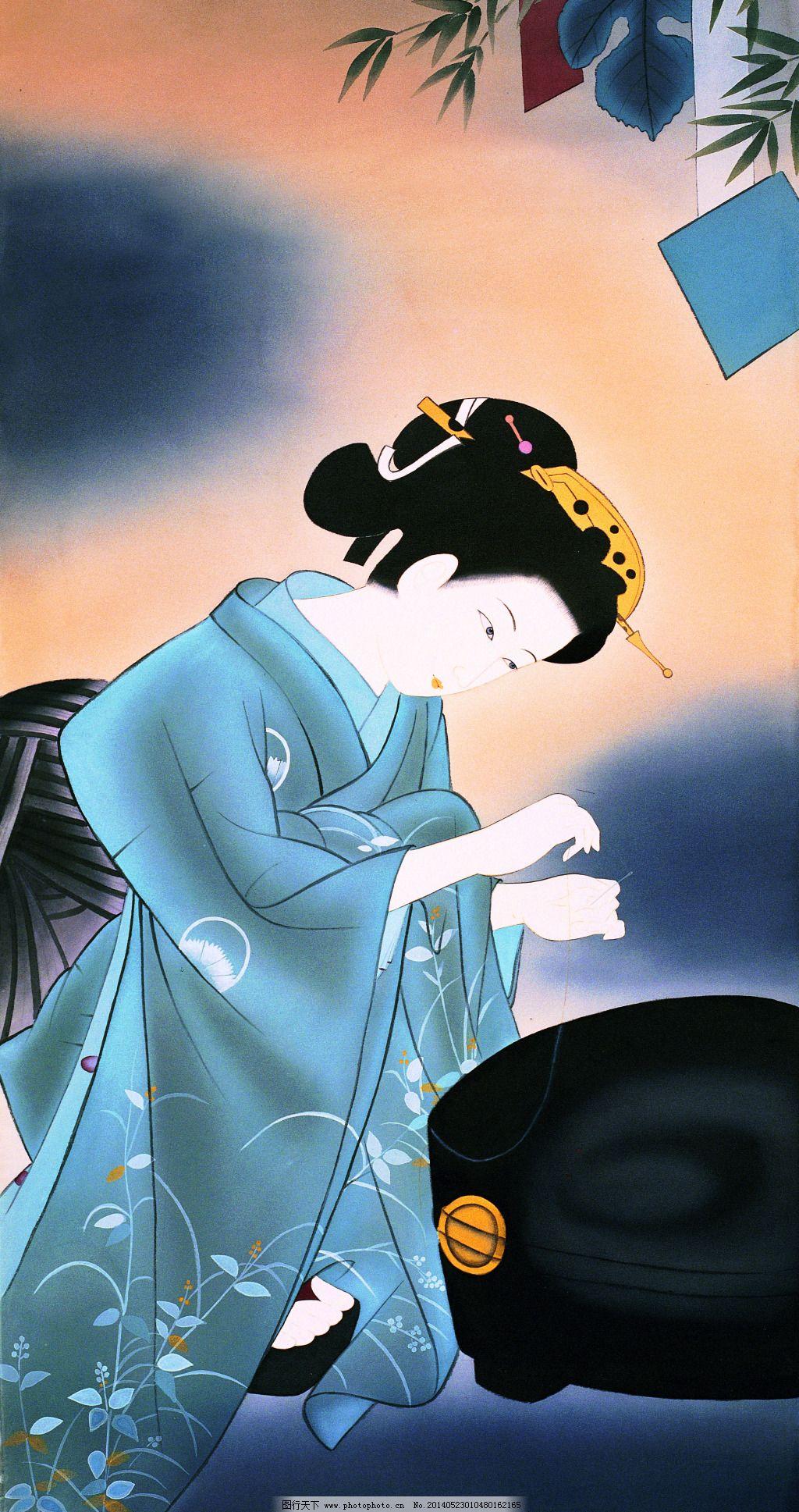 日本/蹲下拿着针线缝补的东洋侍女图片