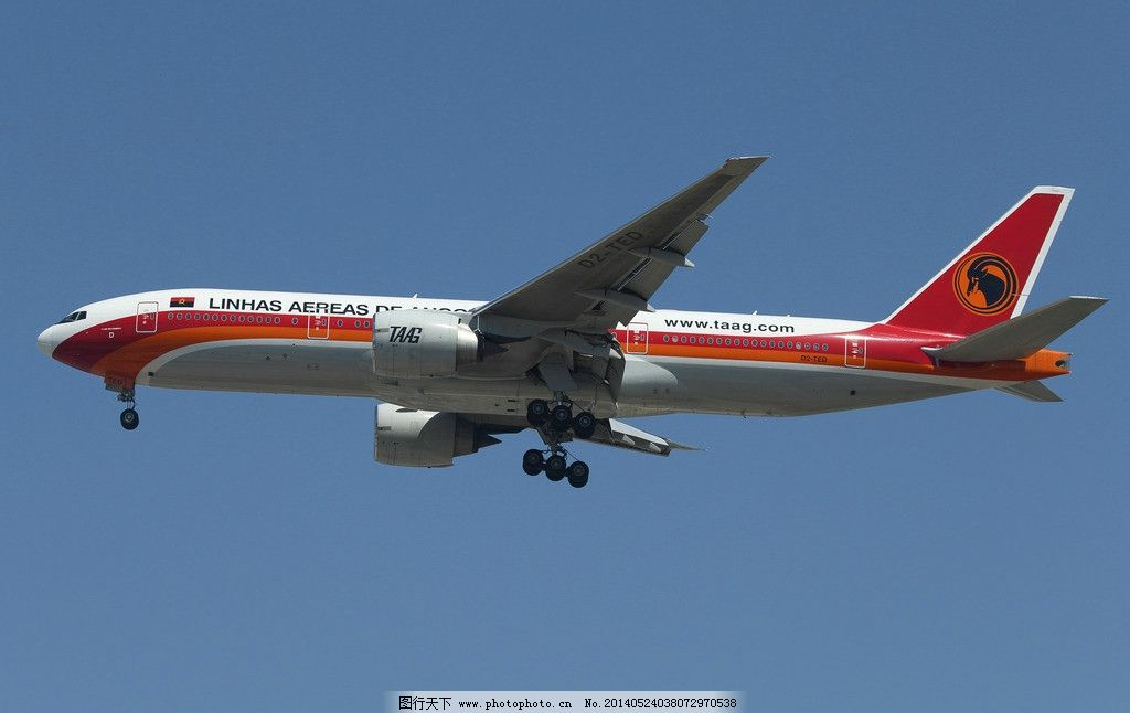 安哥拉航空公司 民航 飞机 客机 落地 空中 蓝天 交通工具 现代科技