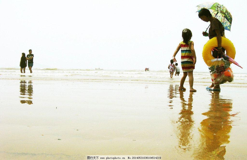 金沙滩 海边 海滩 小姑娘 雨中海滩 日常生活 摄影