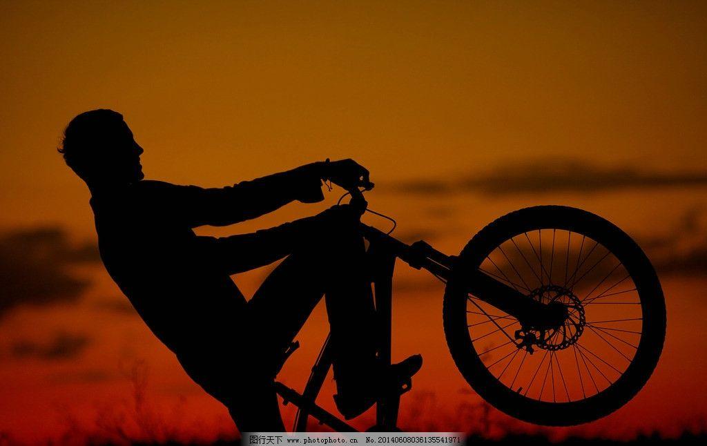 骑自行车人物剪影图片