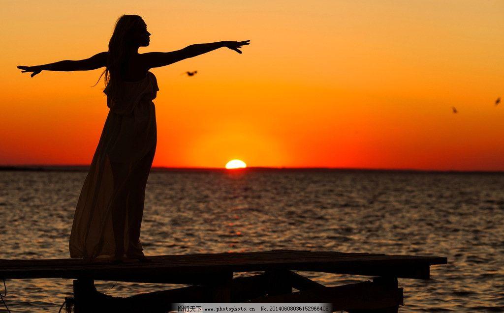 海边剪影 大海 海边 海洋 人物剪影 剪影 夕阳 日落 背影 人物相关