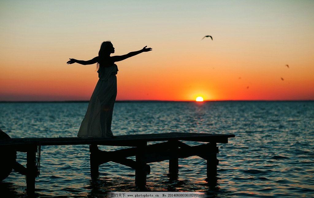 海边剪影 海边 大海 海洋 人物剪影 剪影 夕阳 日落 背影 人物相关