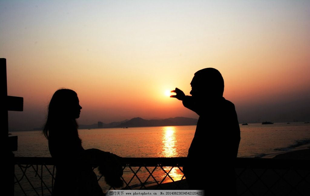 夕阳西下唯美人物剪影图片_田园风光_自然景观_图行