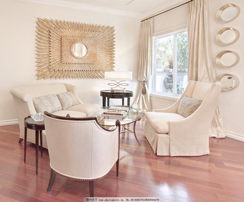 装修 大厅 真皮沙发      吊顶 书架 木地板 风扇 吊扇 巴厘岛 别墅