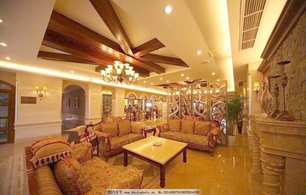 水晶吊灯 酒店大堂 大堂 欧式沙发 雕花柱子 理石地面 理石墙面 铁艺